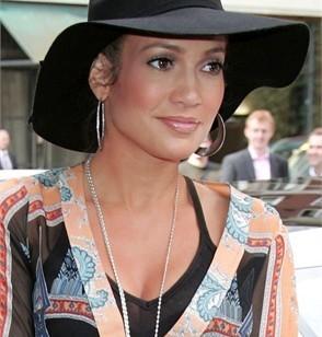 Jennifer Lopez con cappello floscio