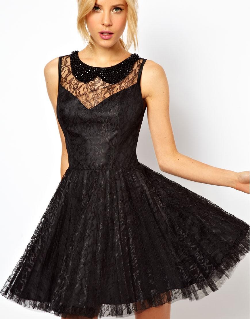Vestito in pizzo nero con gonna a pieghe per Capodanno 2013