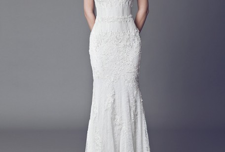15a8da622a04 La collezione di abiti da sposa Tony Ward Couture 2015 si caratterizza per  la prevalenza di pizzi e ricami. L abbigliamento bridal proposto dalla  griffe si ...