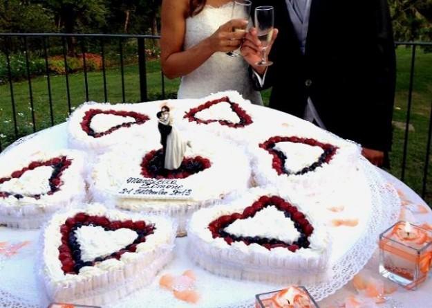 Composizione di torte a cuore