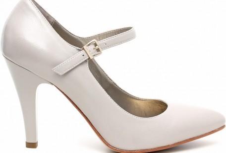 La collezione Primavera Estate 2015 di scarpe Nero Giardini propone una  ricca selezione di modelli ispirati ai must have più interessanti della  stagione b9b33c242b8